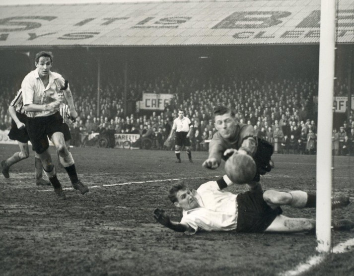 Clarrie Williams in action for Grimsby at Blundell Park